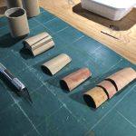 fabrication des tuiles du décor à partir de tubes en carton